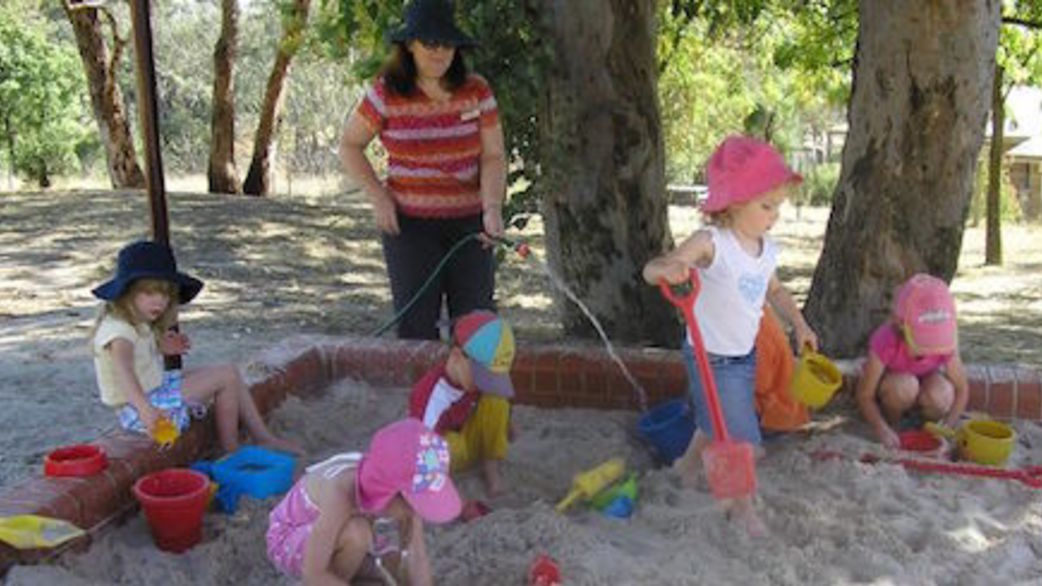 Header_preschool-teacher-outside