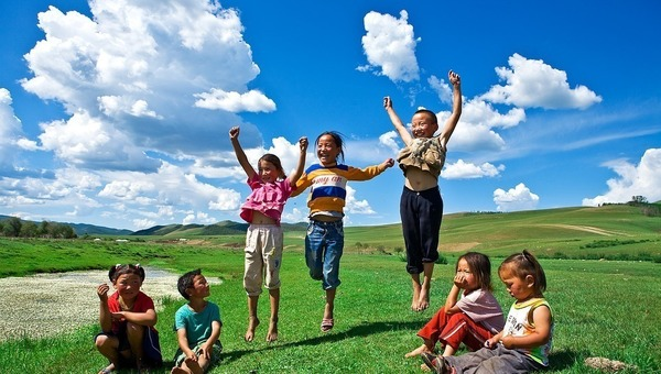 Tile_children_jumping_outside