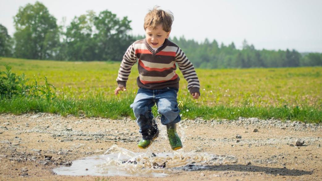 Header_boy-jumps-in-puddle
