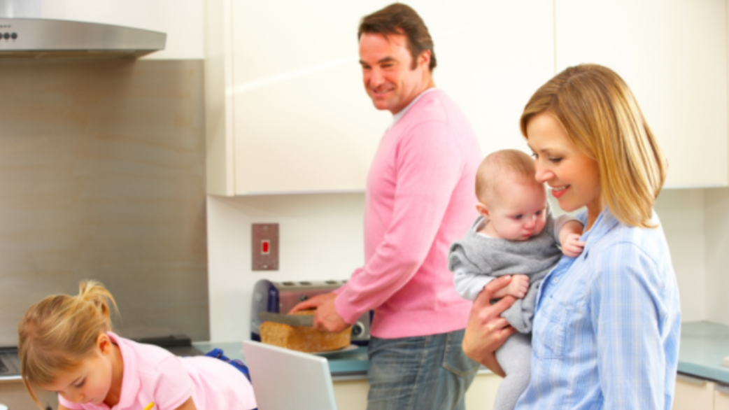 Header_family-on-computer